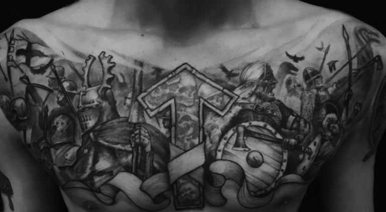 Татуировка с руной Тейваз