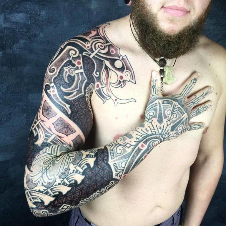 Татуировка в скандинавском стиле