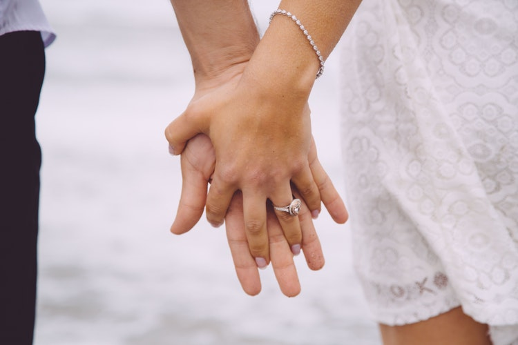 Толкование руны Треба в гадании на любовь и отношения