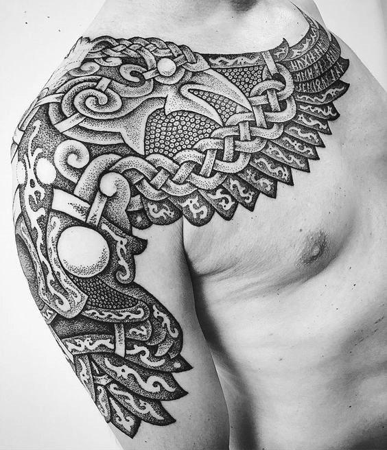 Абстрактная татуировка ворона Мунин