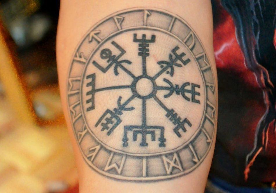 Руническая татуировка